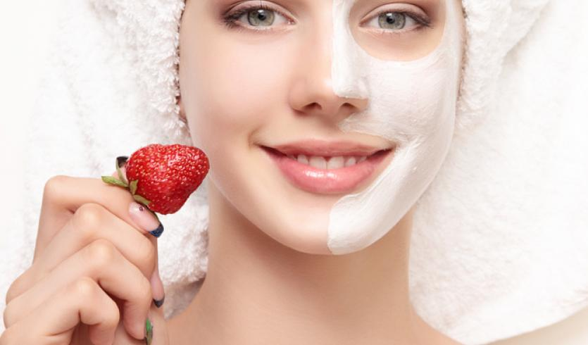 10 SURPRISING BENEFITS OF STRAWBERRY FOR SKINCARE